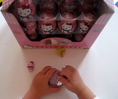 Uitpakken Hello Kitty Kinder Surprise eieren, kinderspeelgoed op YouTube