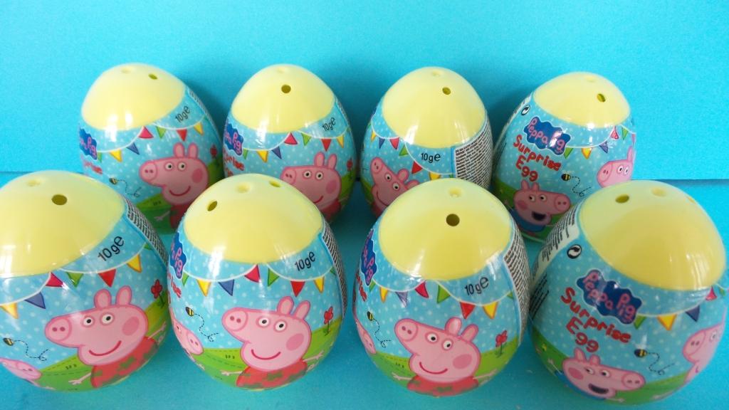 Peppa Pig, Kinder Surprise eieren uitpakken